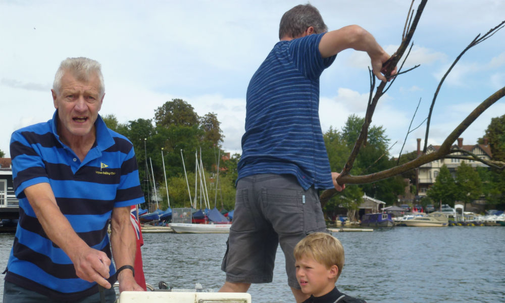 Hampton Sailing Club Ladies and Youth Regatta - Removing obsticle